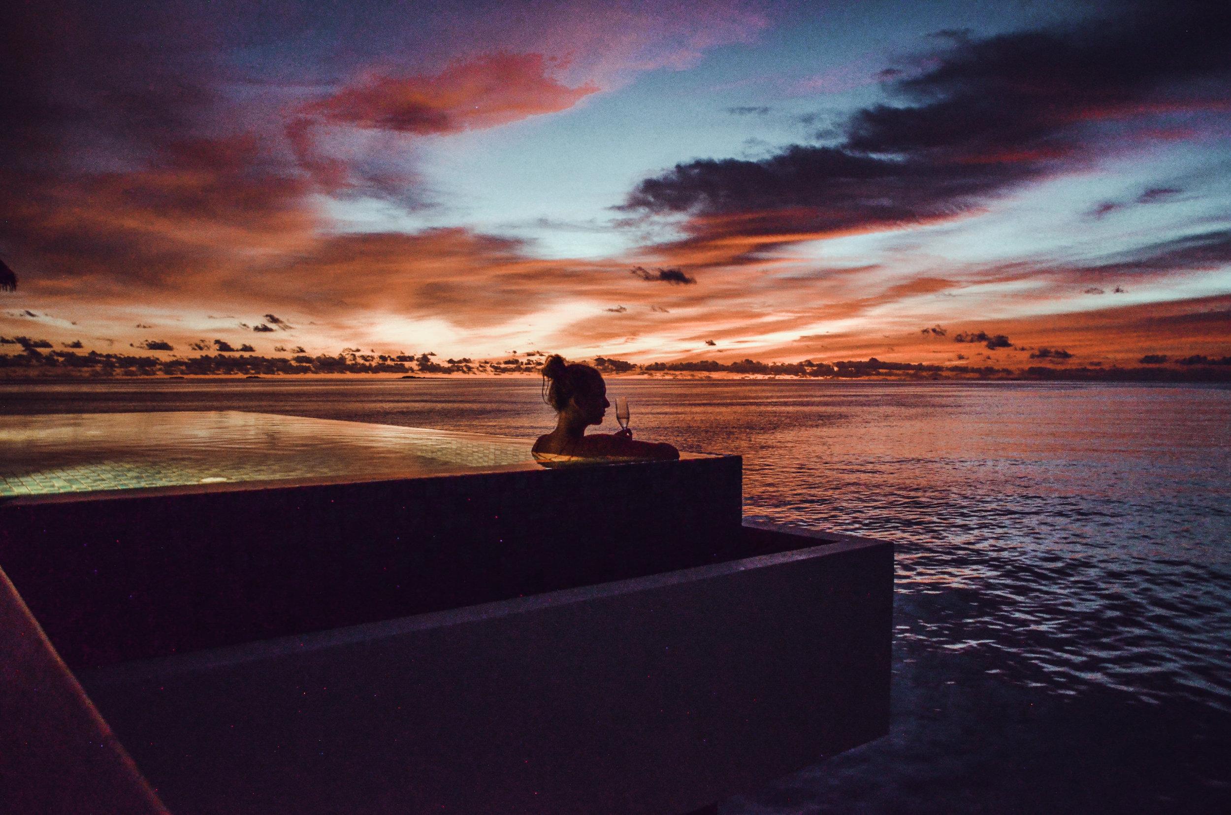 Wunderschöner Sonnenuntergang auf den Malediven